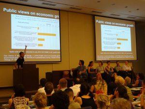 Federico Demaria en una conferencia en el encuentro sobre decrecimiento celebrado en Budapest